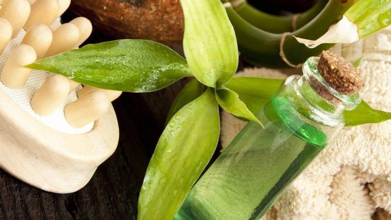 Vaji i pemës së çajit është produkti më i rëndësishëm që ju nevojitet në rutinën e bukurisë