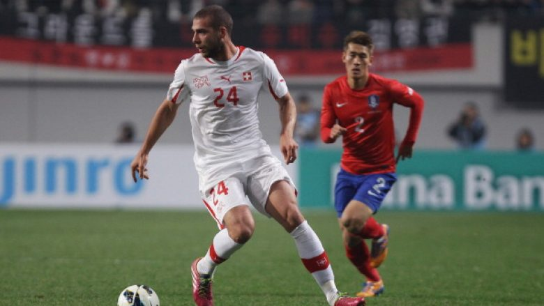SEOUL, SOUTH KOREA - NOVEMBER 15:  Pajtim Kasami of Switzerland controls the ball during the international friendly match between South Korea and Switzerland at the Seoul World Cup Stadium on November 15, 2013 in Seoul, South Korea.  (Photo by Chung Sung-Jun/Getty Images)
