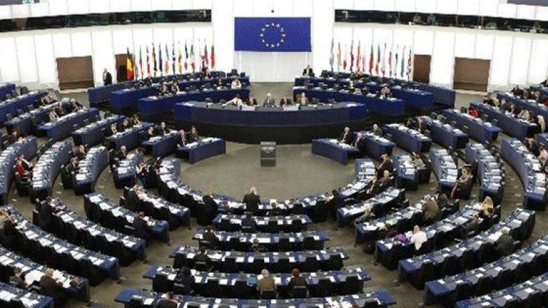 Eurodeputetët kritikojnë Thaçin e Haradinajn për deportimin e 6 turqve