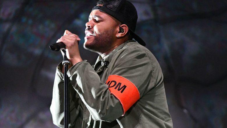 The Weeknd qan gjatë performancës në Coachella 2018