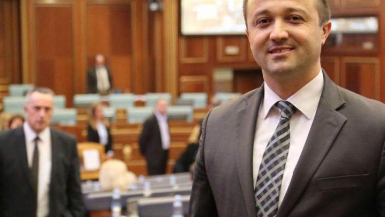 Dy deputetë kërcënojnë se brenda 24 orësh do të braktisin koalicionin e Qeverisë Haradinaj