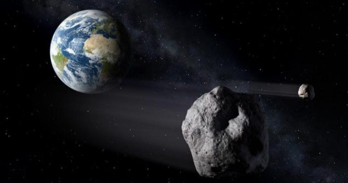 I madh sa një piramidë, asteroidi i humbur kalon skaj Tokës
