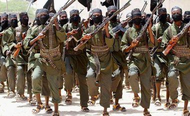 Brenda kampeve të organizatës terroriste Al Qaeda, dokumentari i ri që shfaq pamje ekskluzive të militantëve në aksione (Video)