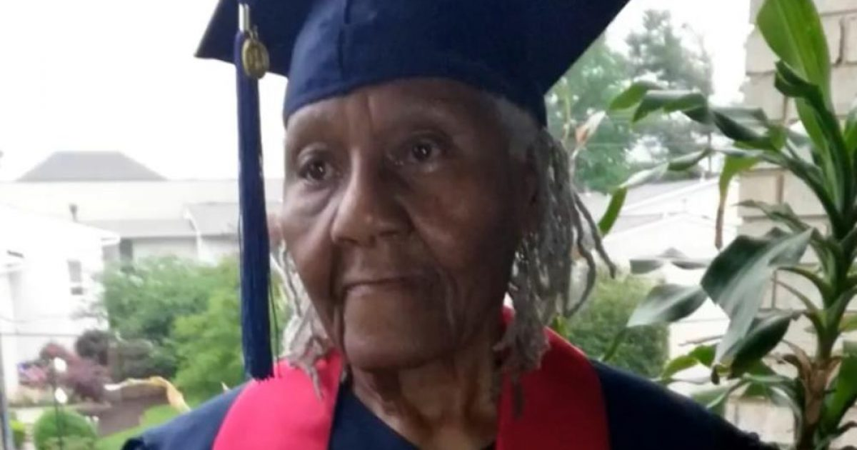 Diplomon në moshën 89-vjeçare, zotohet t'i vazhdojë studimet master (Foto/Video)