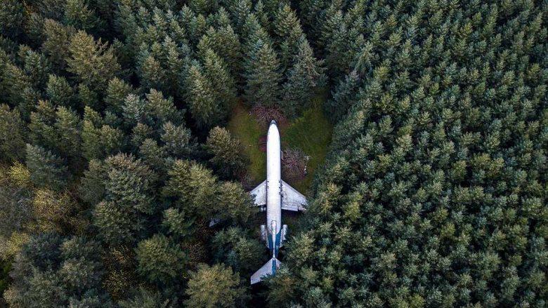 Inxhinieri që aeroplanin gjigant e shndërroi në shtëpi, dhe pagoi 220 mijë dollarë për ta transportuar nga Greqia në SHBA (Foto/Video)