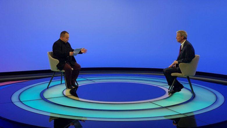 Gjatë vizitës së ambasadorit Delawie: Dukagjini prezanton studion më të bukur televizive në rajon