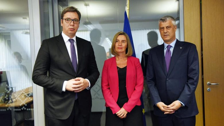 Thaçi dhe Vuçiq takohen në Sofje, shkëmbejnë disa fjalë për dialogun