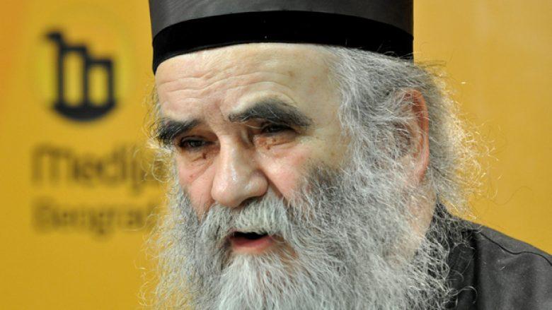 """Klerikët serbë akuzojnë Vuçiqin për """"tradhti"""", nuk duan kompromise mbi pavarësinë e Kosovës"""