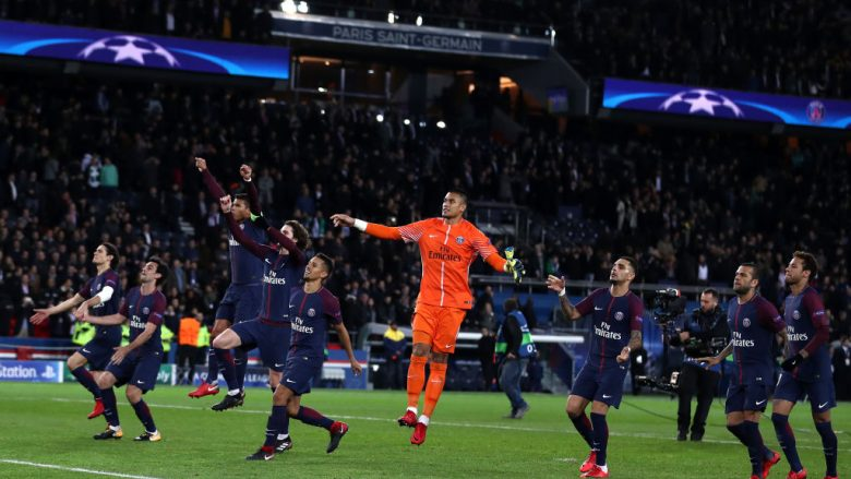 PARIS, FRANCE - NOVEMBER 22:  PSG celebrate towards the fans during the UEFA Champions League group B match between Paris Saint-Germain and Celtic FC at Parc des Princes on November 22, 2017 in Paris, France.  (Photo by Catherine Ivill/Getty Images)