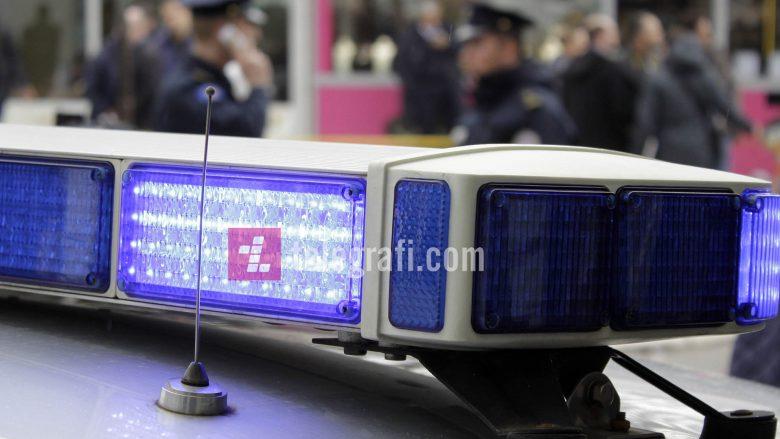 Prizren: Arrestohen dy gra për vjedhje rrobash dhe mjete pune në një qendër tregtare