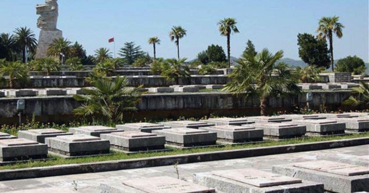 Përkujtohet Dita e Dëshmorëve në Shqipëri