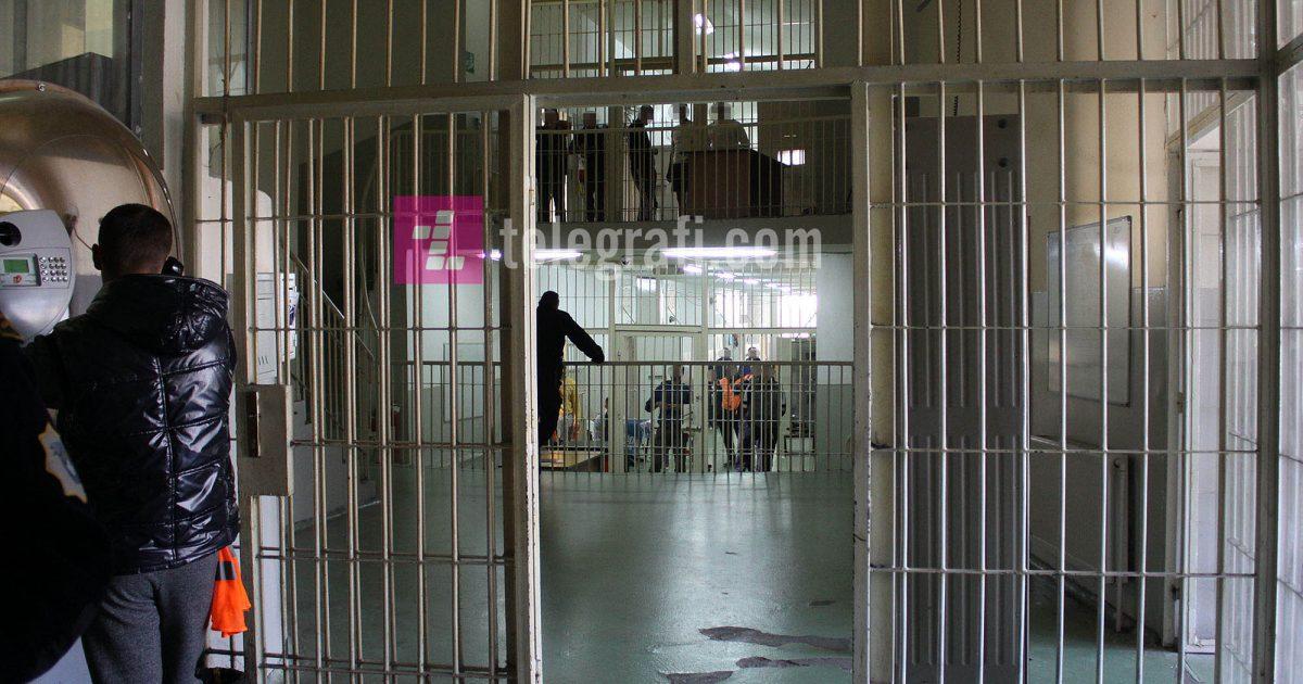 Rrahje mes të burgosurve në Burgun e Lipjanit, njëri përfundon në spital