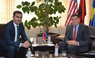 Bahtiri dhe Tahiri akuzojnë PDK-në për politizim të spitaleve të Mitrovicës dhe Vushtrrisëe