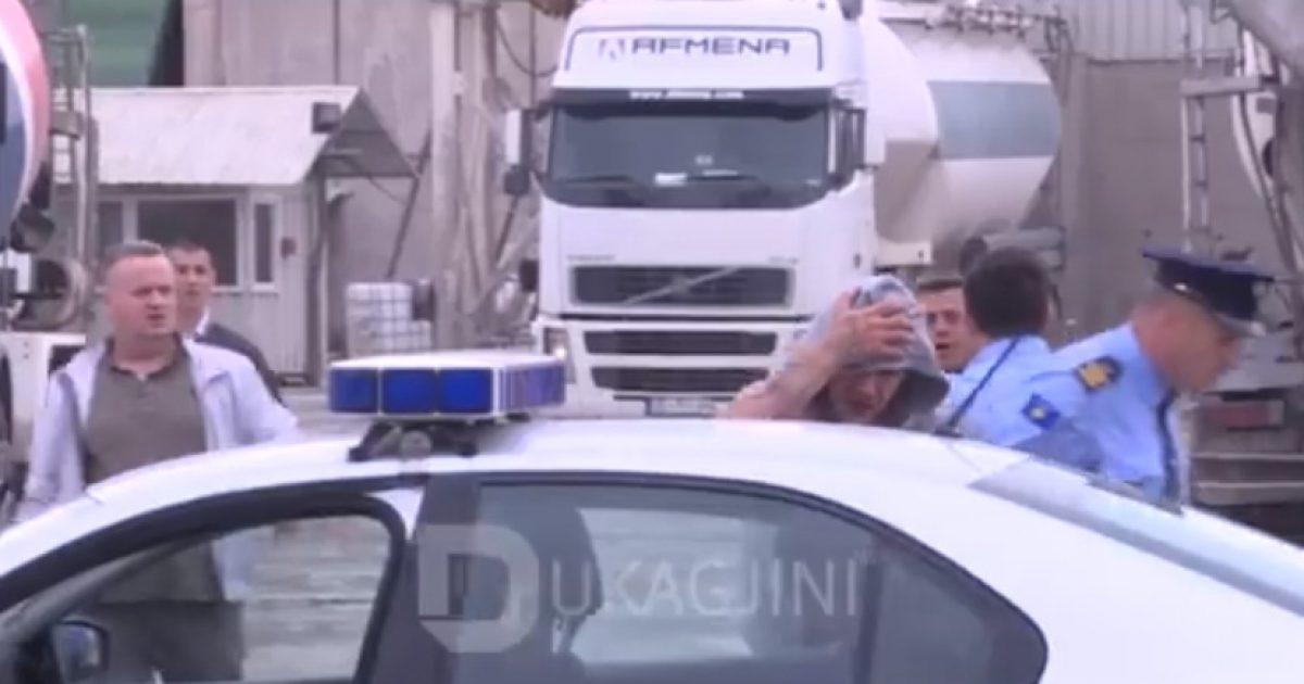 Pamje nga momenti i arrestimit të dyshuarve për plagosjen në Prishtinë, përleshen me policinë (Video)