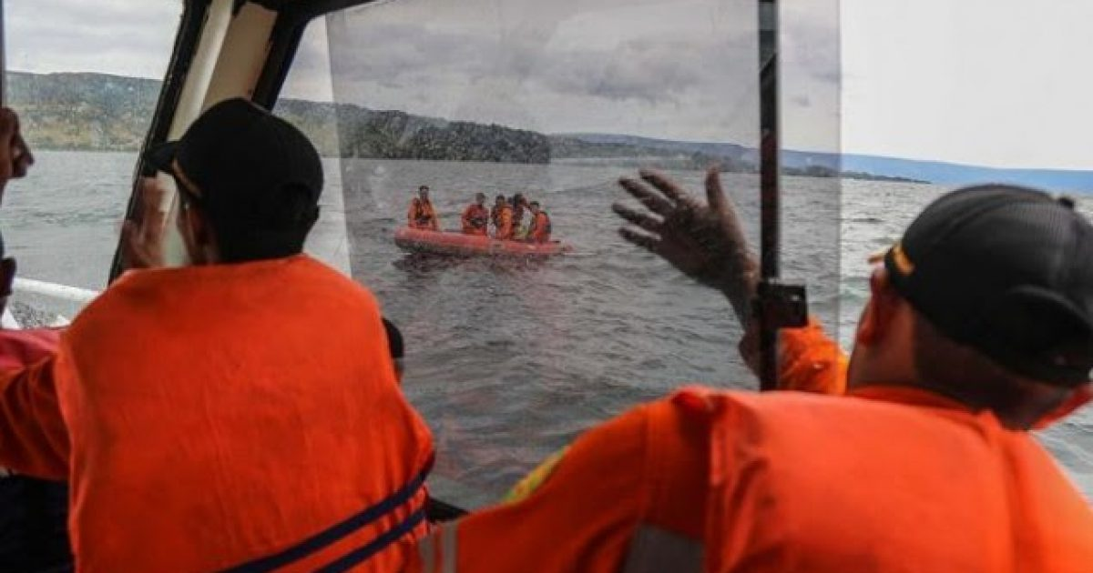 180-te-zhdukur-pas-mbytjes-se-nje-anijeje-ne-indonezi