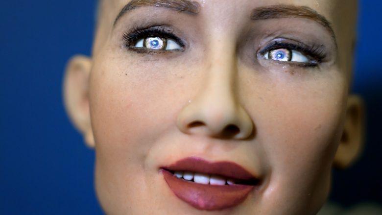 Njihuni me Sophia-n, robotin e parë me tipare njerëzore! (Video)