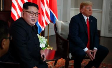 Ish-profesori i tij thotë se Kim Jong-un e njeh gjuhën angleze – ekspertët pretendojnë se ai nuk flet qëllimisht dhe ka një arsye për këtë! (Foto/Video)