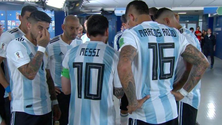 Te Argjentina të gjithë e thonë një zëri, ai është lideri jonë – Lionel Messi kapiten i vërtet, mbledh lojtarët para se të fillojë pjesa e dytë dhe iu jep zemër
