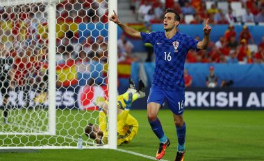 Kalinic i uron fat bashkëlojtarëve pas përjashtimit nga kombëtarja, vetëm Modric dhe Corluka nuk ia kthejnë sms-in