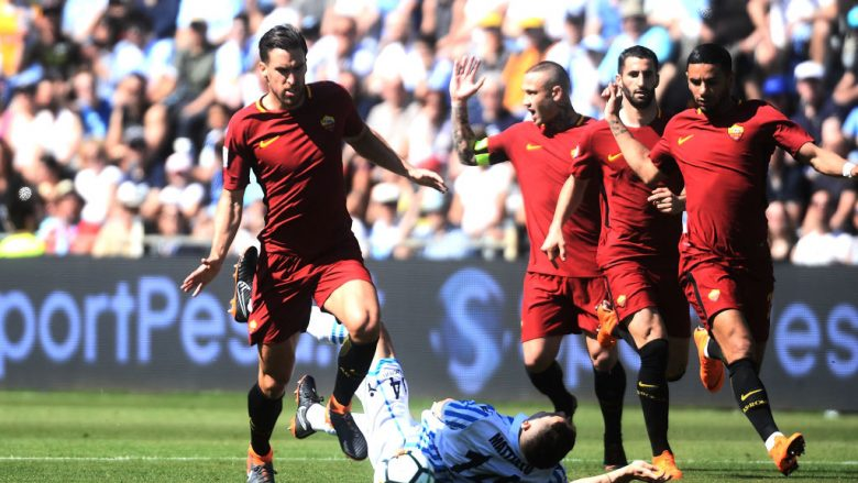FERRARA, ITALY - APRIL 21:  Kevin Strootman of AS Roma in action during the serie A match between Spal and AS Roma at Stadio Paolo Mazza on April 21, 2018 in Ferrara, Italy.  (Photo by Mario Carlini / Iguana Press/Getty Images)