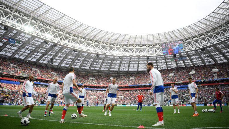 Tifozët fillojnë të arrijnë në stadium, prezantohet topi dhe imazhe nga zhveshtoret – gjithçka gati për fillimin e Kampionatit Botëror