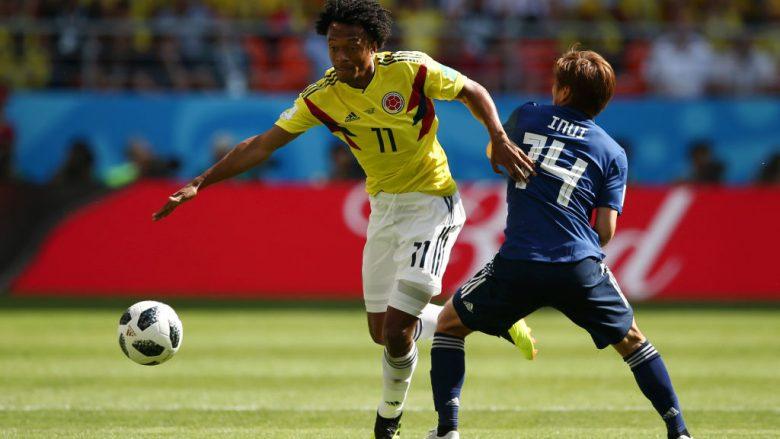 Juan Cuadrado gjatë një dueli me Takashi Inui (Foto: Getty Images)