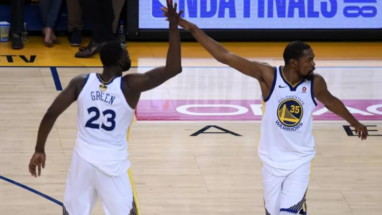 Spektakël në ndeshjen e parë finale në NBA, Warriors triumfojnë dhe i bëjnë të pavlefshme 51 pikët e LeBron James
