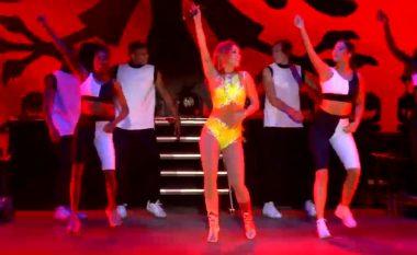 Rita Ora kërcen edhe njëherë vallen e Rugovës për publikun shqiptar