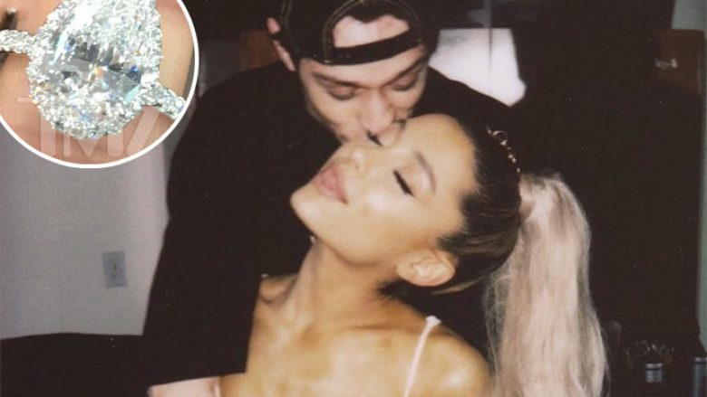 Ariana Grande shfaq unazën e fejesës 100 mijë dollarëshe nga Pete Davidson
