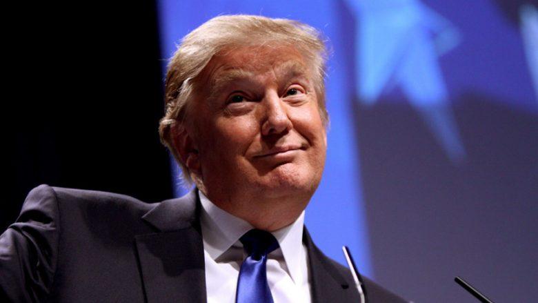 Shoferi padit Trumpin: Më ka borxh 3.300 orë jashtë orarit