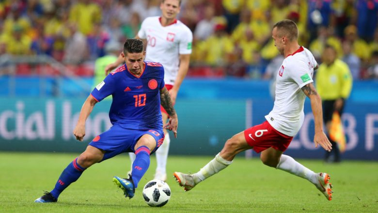 Jacek Goralski në duel me James Rodriguez (Foto: Getty Images)
