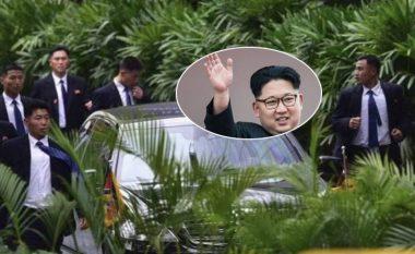 """Kur është e nevojshme, ata edhe vrapojnë pas veturës së tij: Kush janë truprojat që """"e ndjekin çdo hap"""" liderin e Koresë së Veriut? (Foto/Video)"""