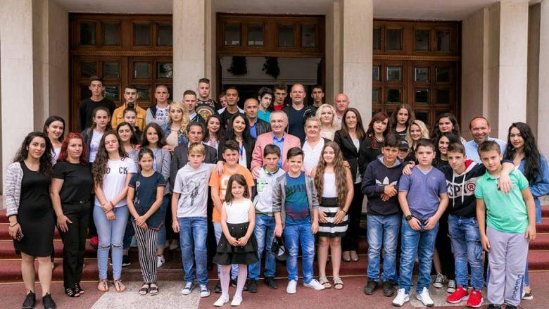 Meta pret nxënës dhe mësues nga Medvegja në Presidencë