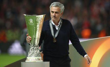 Mourinho kërkon edhe tri transferime për të kompletuar Unitedin