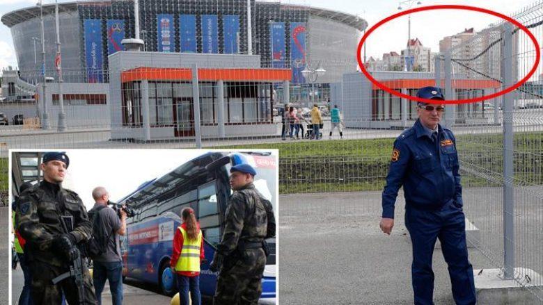 Policët njoftojnë banorët rreth stadiumit të Ekaterinburgut se mund të qëllohen me armë nëse shikojnë ndeshjet ndaj ballkonet apo dritaret