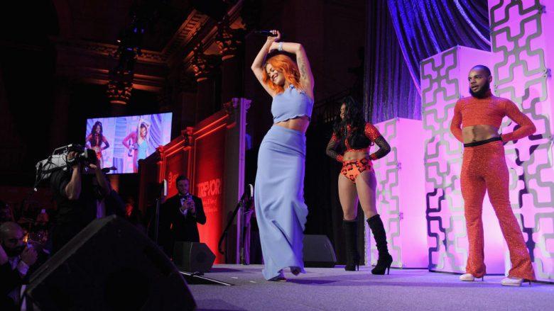 Rita Ora me vallëzim 'të nxehtë' për fansat në rrjetet sociale