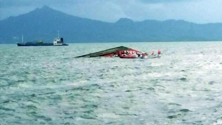 Po shkonin për Bajram për të festuar me familjet, përmbyset anija – 13 të vdekur në Indonezi
