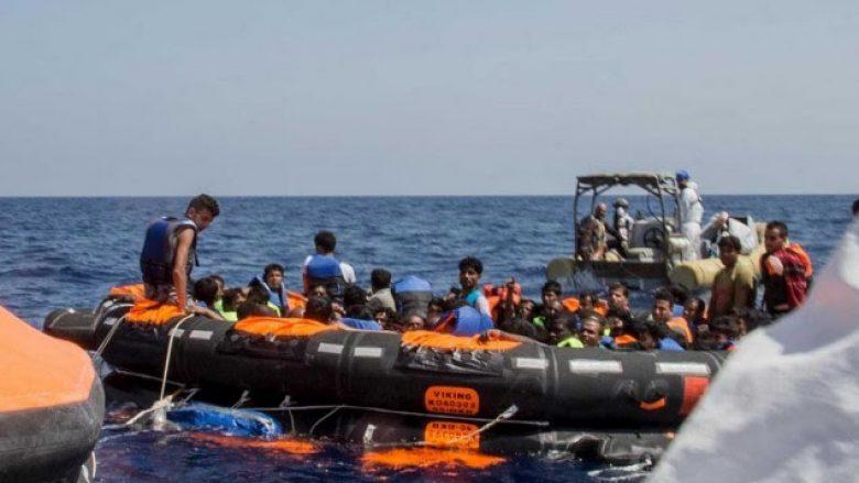 Mbi 900 migrantë u zbarkuan në bregdetin sicilian