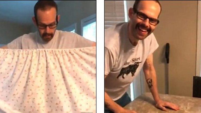 Për ta bindur bashkëshortin se punët e shtëpisë nuk janë të lehta, i dha çarçafin për ta palosur – atij iu deshën dy orë e gjysmë (Video)