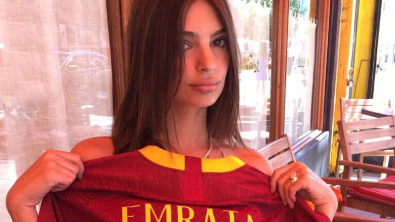 Emily Ratajkowski (Foto: Twitter/AS Roma English)