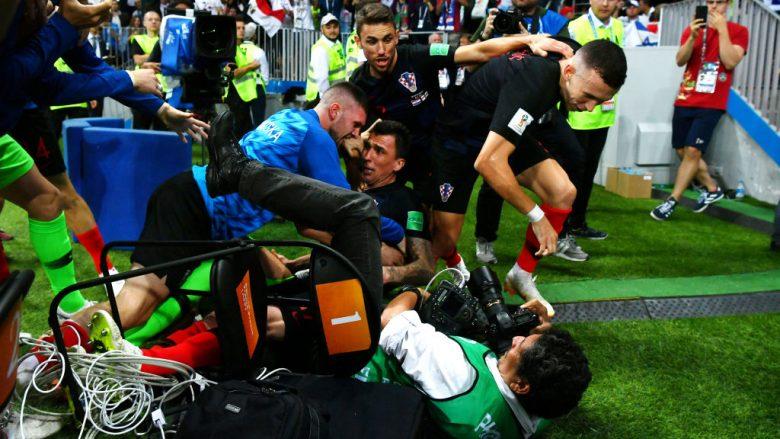 Fotoreporteri i shtypur nga futbollistët kroatë pas golit të fitores ndaj Anglisë flet pas aktit, thotë se u ndje shumë mirë