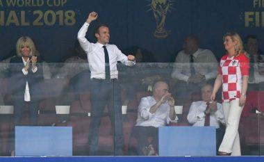 Presidenti i Francës feston me Mendyn dhe Pogban në zhveshtore