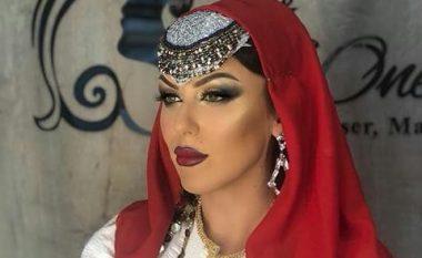 Arta Bajrami si rrallëherë, shfaqet në veshje tradicionale shqiptare