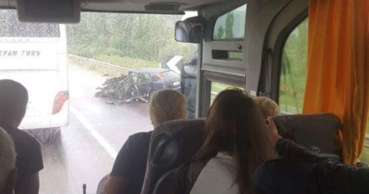 Autobusi me dhjetëra kosovarë aksidentohet në Lezhë