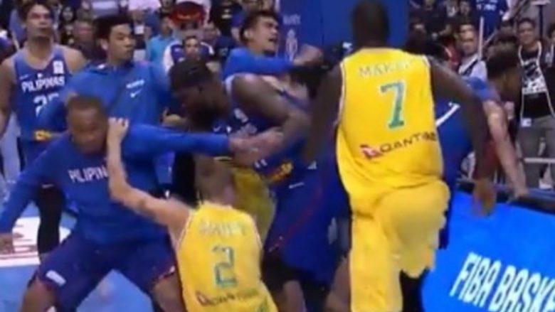 """Skena të pabesueshme të rrahjes në kualifikueset """"Kina 2019"""": Loja u ndërpre shkaku i përjashtimit të 13 basketbollistëve"""