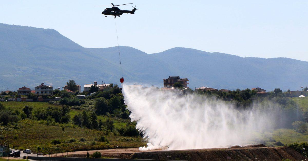 Helikopterët e ushtrisë pajisen me kova uji