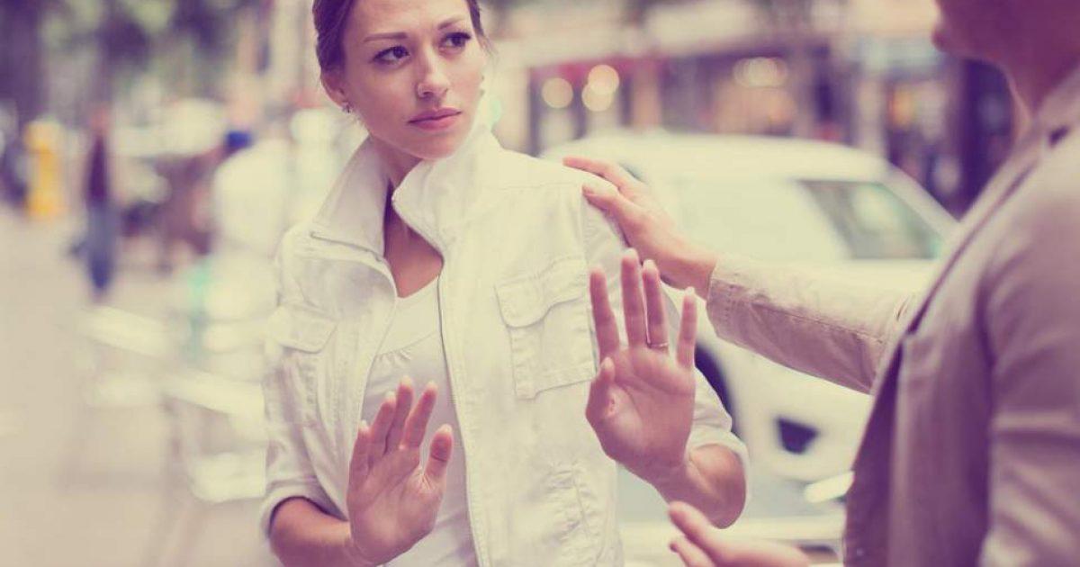 Më shumë se gjysma e meshkujve mendojnë se ngacmimi i femrave në rrugë është gjë e papranueshme