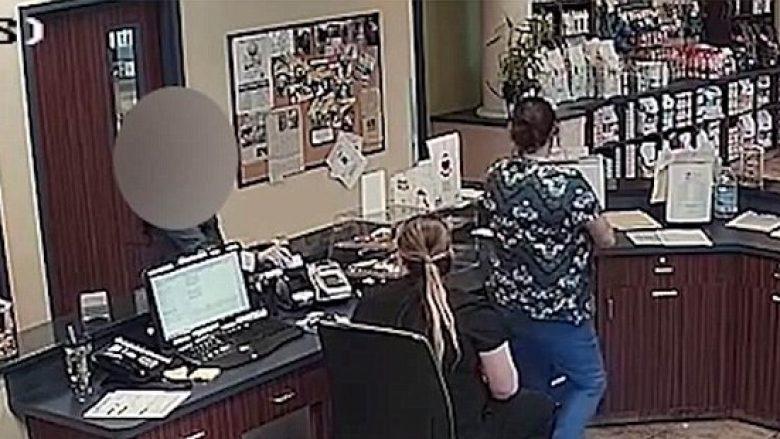 """""""Telefononi policisë, i dashuri po më kërcënon dhe ka armë"""" – letra që ia shpëtoi jetën një gruaje në Florida (Video)"""
