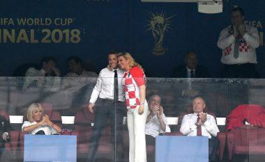 Përqafimi i afërt i Emmanuel Macron me Kolinda Grabar-Kitarovic