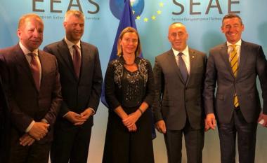 Delegacioni kosovar hyn në takim me Mogherinin (Video)